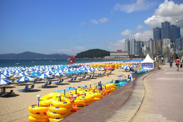 Haeundae là bãi biển xinh đẹp nằm ở Busan và cũng là điểm đến lý tưởng cho mùa hè Hàn Quốc